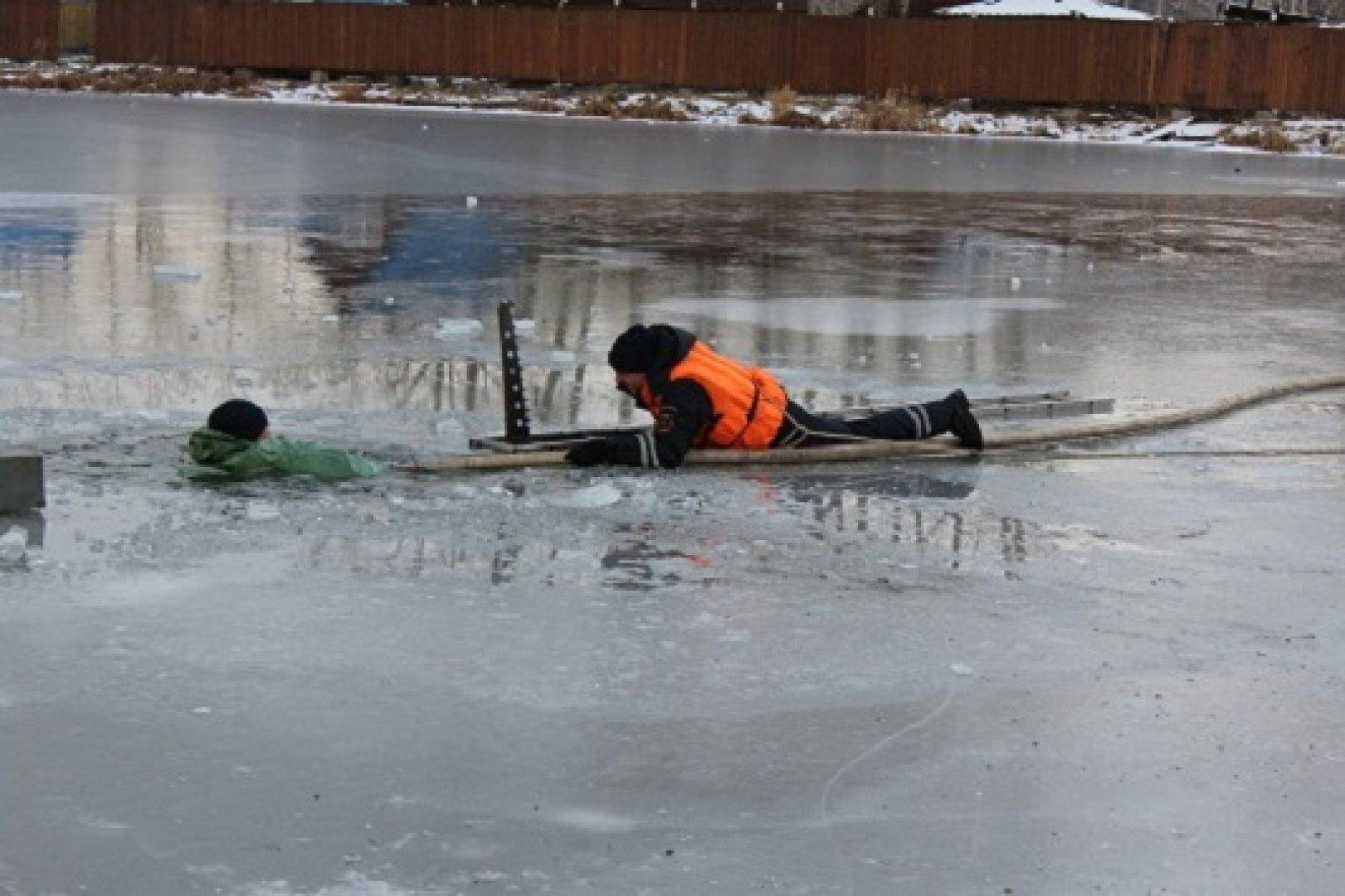 Лед на рыбинском водохранилище